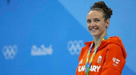 Swimming - Women's 200m Individual Medley Victory Ceremony