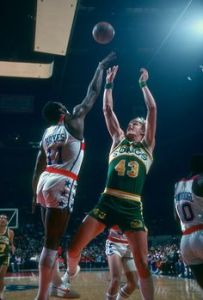 LANDOVER, MD - CIRCA 1978: Jack Sikma #43 of the Seattle Supersonics shoots over Elvin Hayes #11 of the Washington Bullets during an NBA basketball game circa 1978 at the Capital Centre in Landover, Maryland. Sikma played for the Supersonics from 1977-86. (Photo by Focus on Sport/Getty Images) *** Local Caption *** Jack Sikma; Elvin Hayes