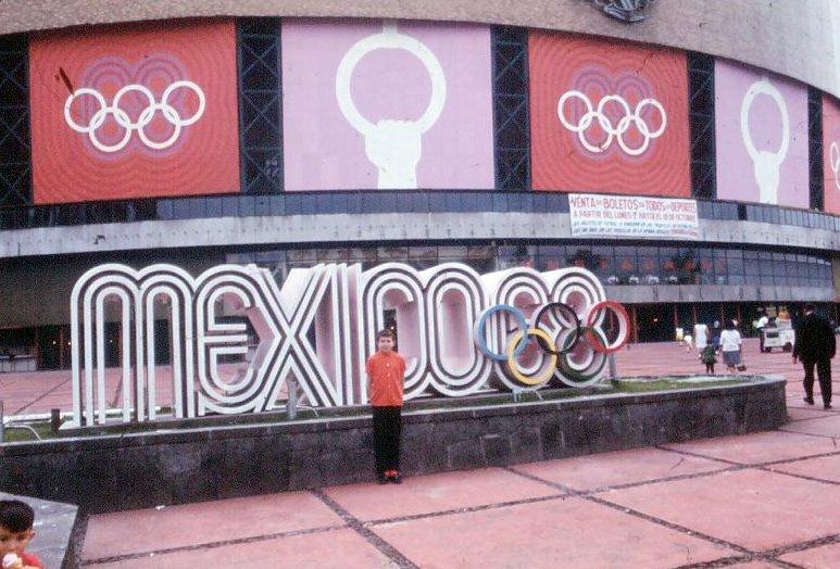 Medio Siglo De Mexico 68 Balones Y Mujeres